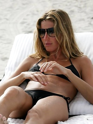 Hot camel toe pics from amateurs all over the world.