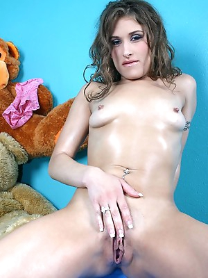 Amateur masturbation sex pictures and videos. Masturbating amateurs porn.